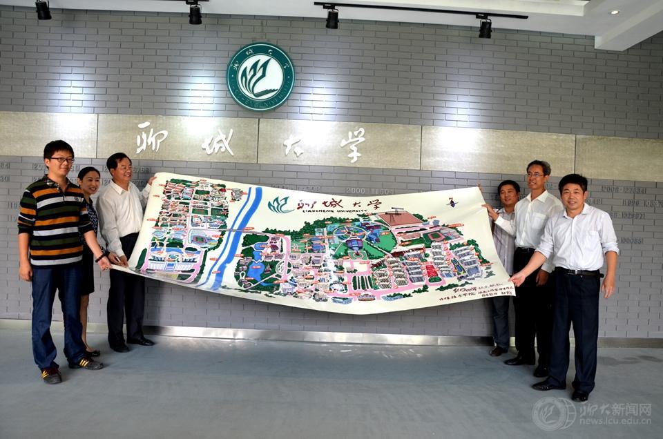 传媒学子手绘地图献礼校庆